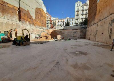 Se esta finalizando la excavación y vertido de hormigón de limpieza para comenzar con la losa de cimentación del edificio